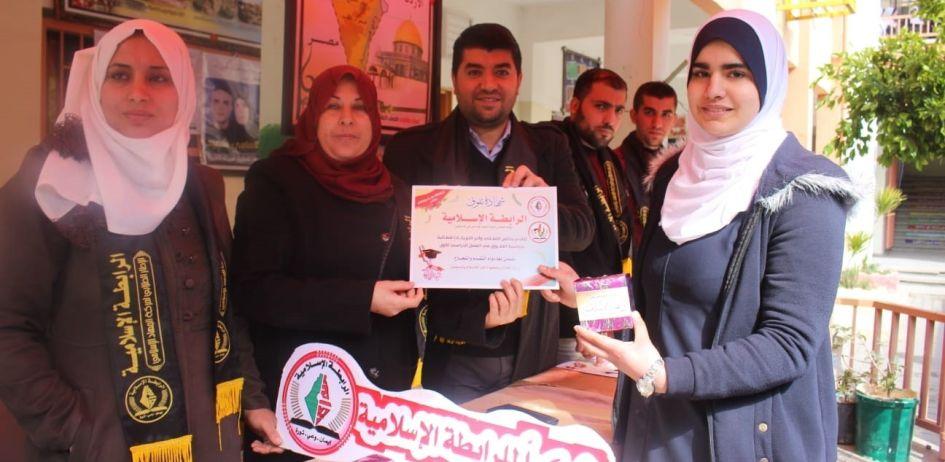 """اختتمت الرابطة الإسلامية احتفالات 《بناء وعطاء》 لتكريم المتفوقات اليوم في مدرسة الناصرة """"ب"""" بغزة."""