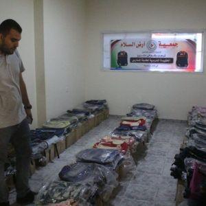 الرابطة الإسلامية تشرع بتوزيع حقائب مدرسية على مستوى قطاع غزة