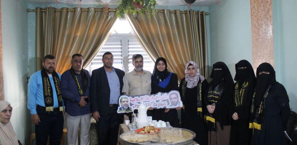 الرابطة الإسلامية تزور الطلبة المتفوقين في الثانوية العامة في شمال غزة