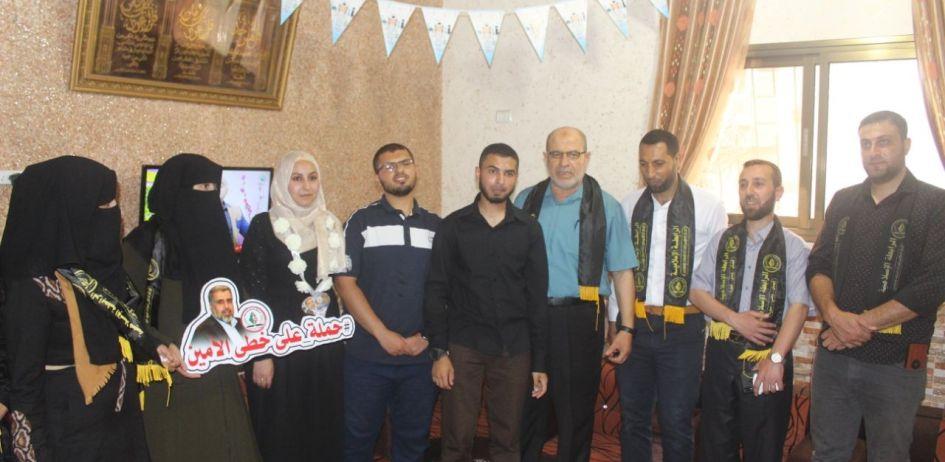 الرابطة الإسلامية تزور الطلبة المتفوقين في الثانوية العامة في محافظة خانيونس