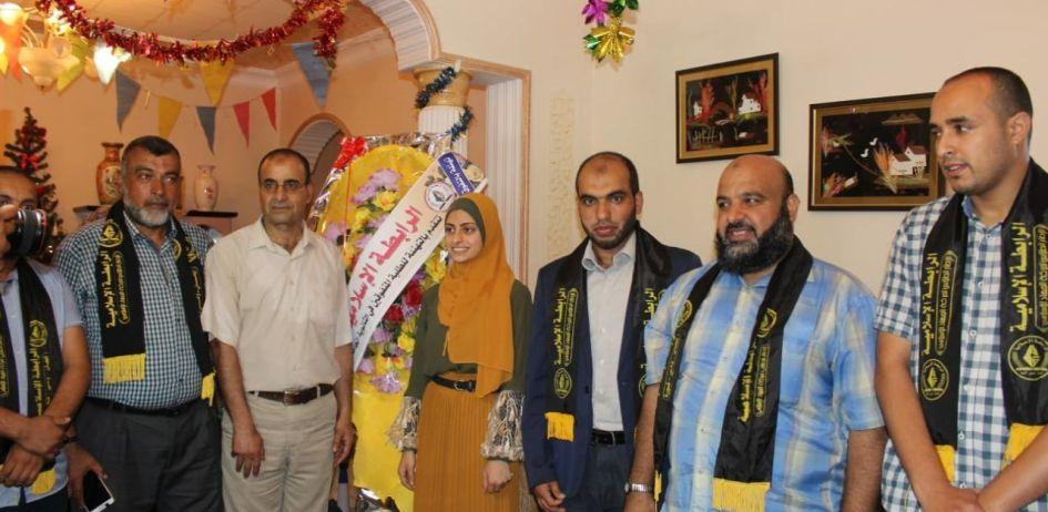 الرابطة الإسلامية تزور الطلبة المتفوقين في الثانوية العامة في محافظة الوسطى