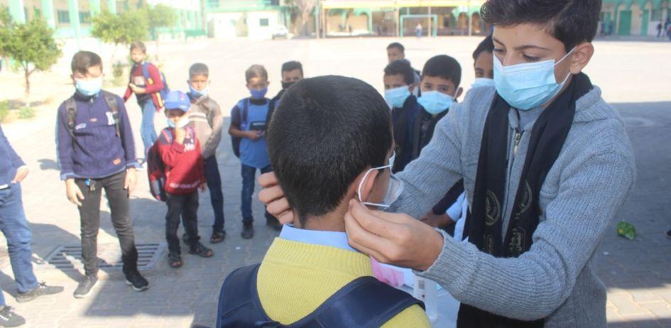 بالصور : الرابطة الإسلامية - إقليم خانيونس تواصل حملة احمِ نفسك في عدد من المدارس الإعدادية والثانوية بمدينة خانيونس