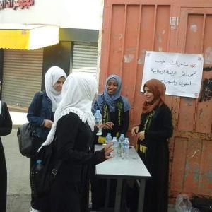 الرابطة الإسلامية تنظم حملة مشروبك علينا لطالبات المدارس برفح