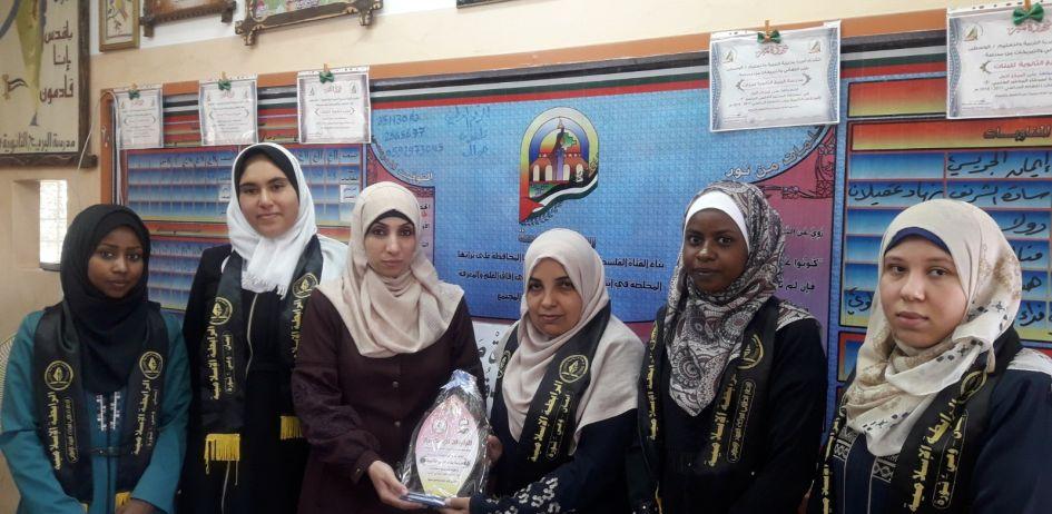 الرابطة الإسلامية تنظم زيارة لمدارس الطالبات بالوسطى