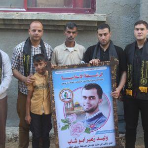 بالصور : الرابطة الإسلامية تزور عائلة الشهيد وليد أبو شاب في خانيونس