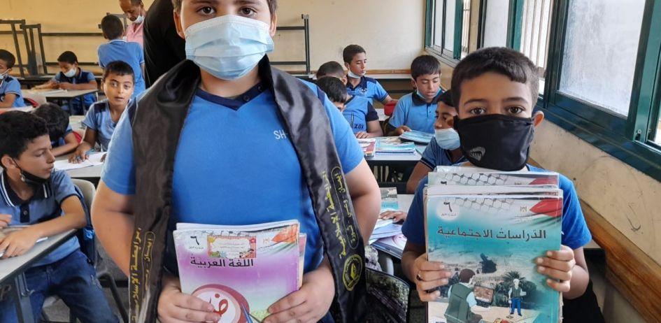*الرابطة الإسلامية تطلق حملة دبوس كتابك علينا في مدارس غزة*
