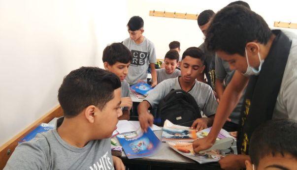 الرابطة الإسلامية تنفذ حملة دبوس كتابك علينا في مدرسة مسقط شمال غزة
